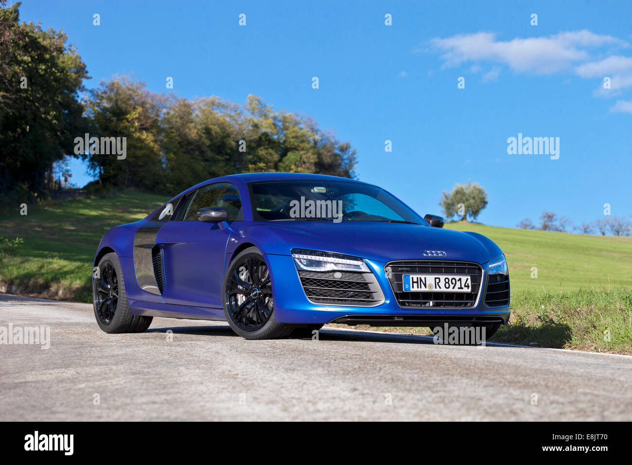 audi r8 v10 plus stockfotos audi r8 v10 plus bilder alamy. Black Bedroom Furniture Sets. Home Design Ideas