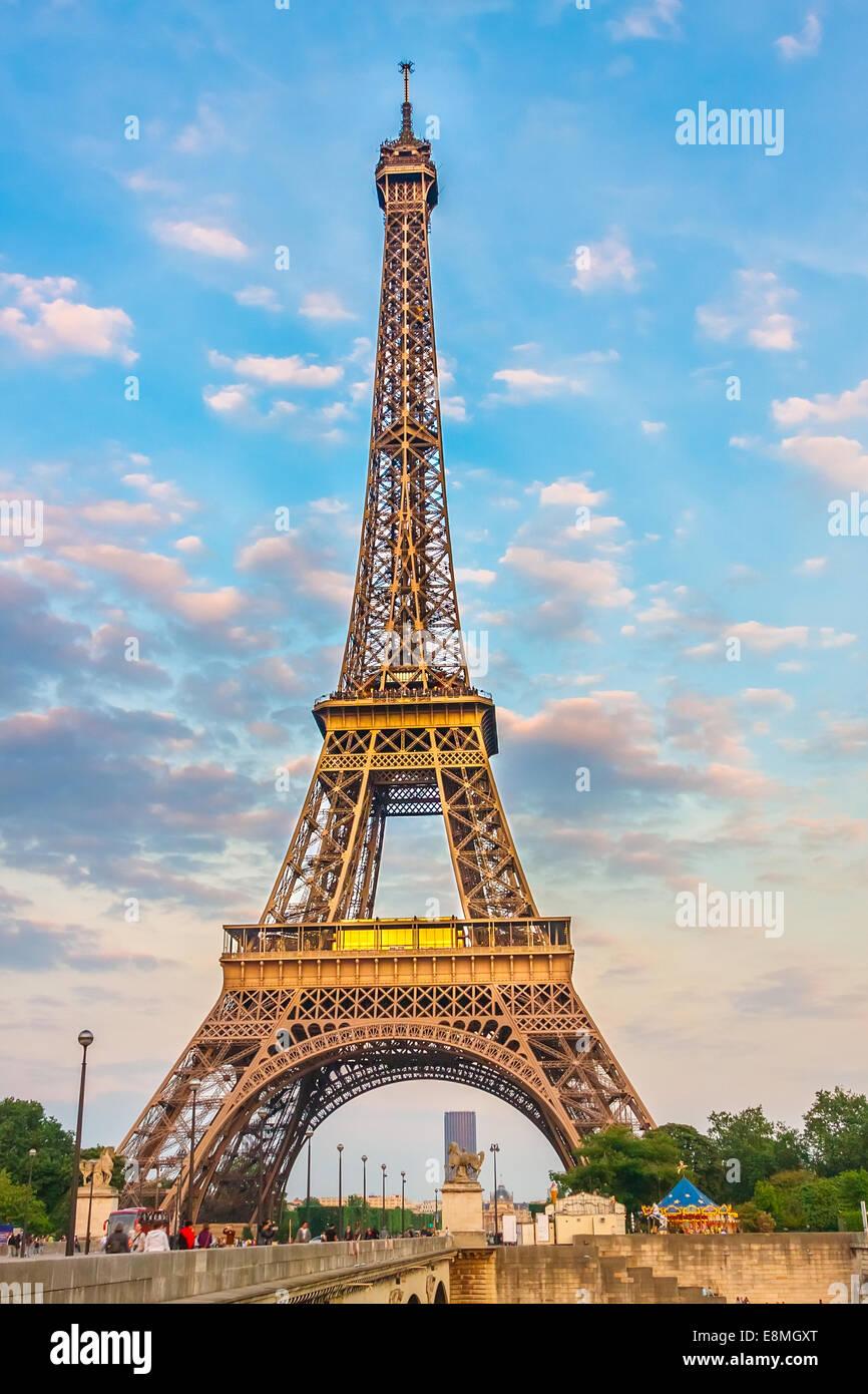 Eiffelturm am Abend Stockbild