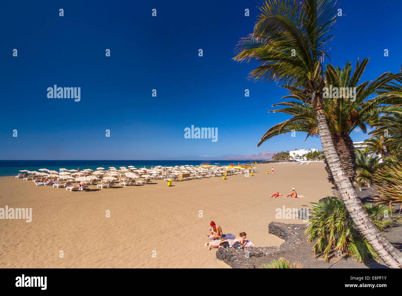 Puerto del Carmen auf Lanzarote: Strand Playa Grande Stockbild