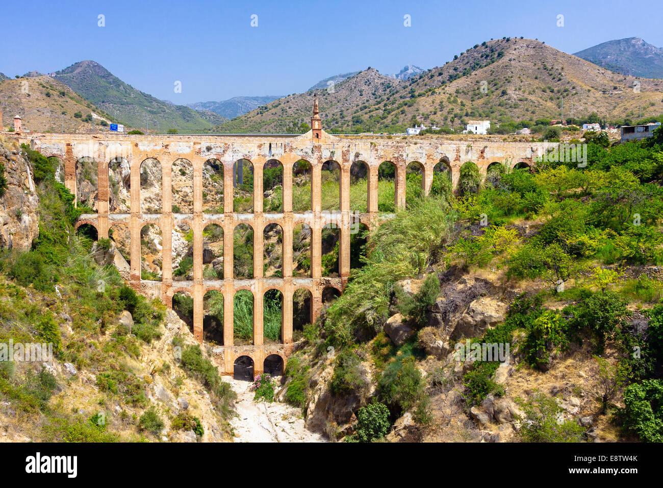 Alten Aquädukt in Nerja, Spanien Stockbild