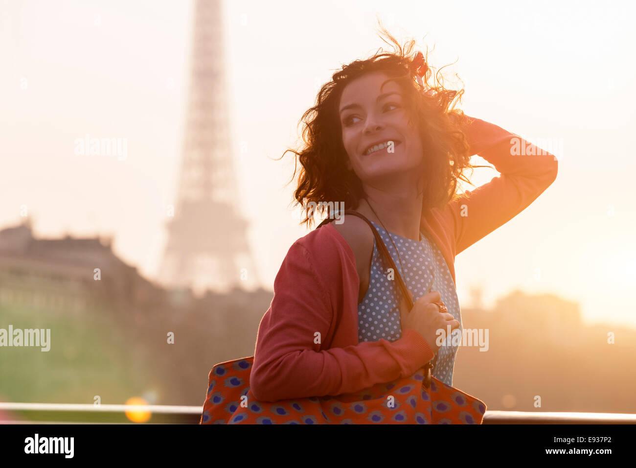 Frau in Paris Stockbild