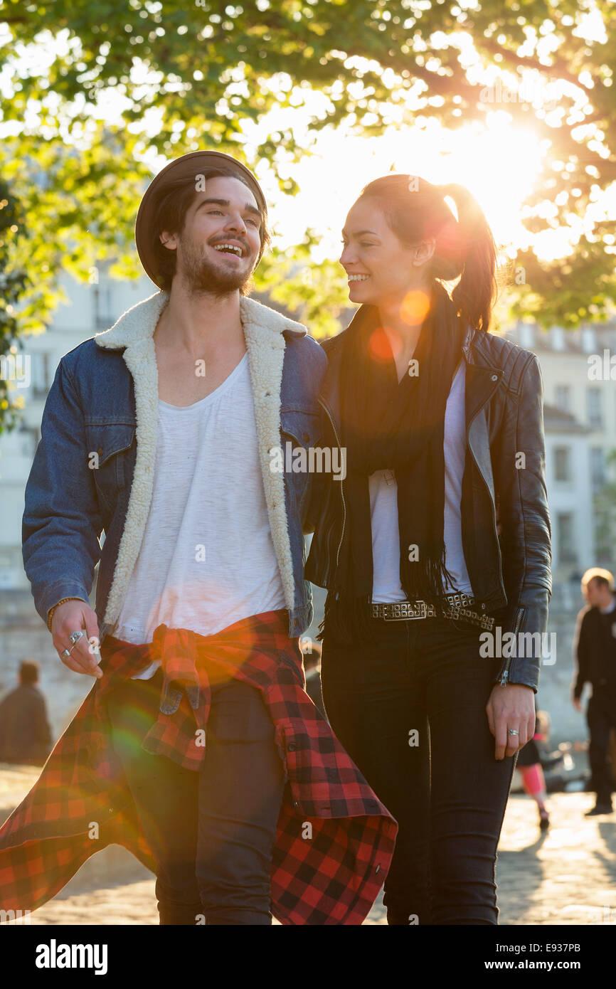 Paar Besuch Paris Stockbild