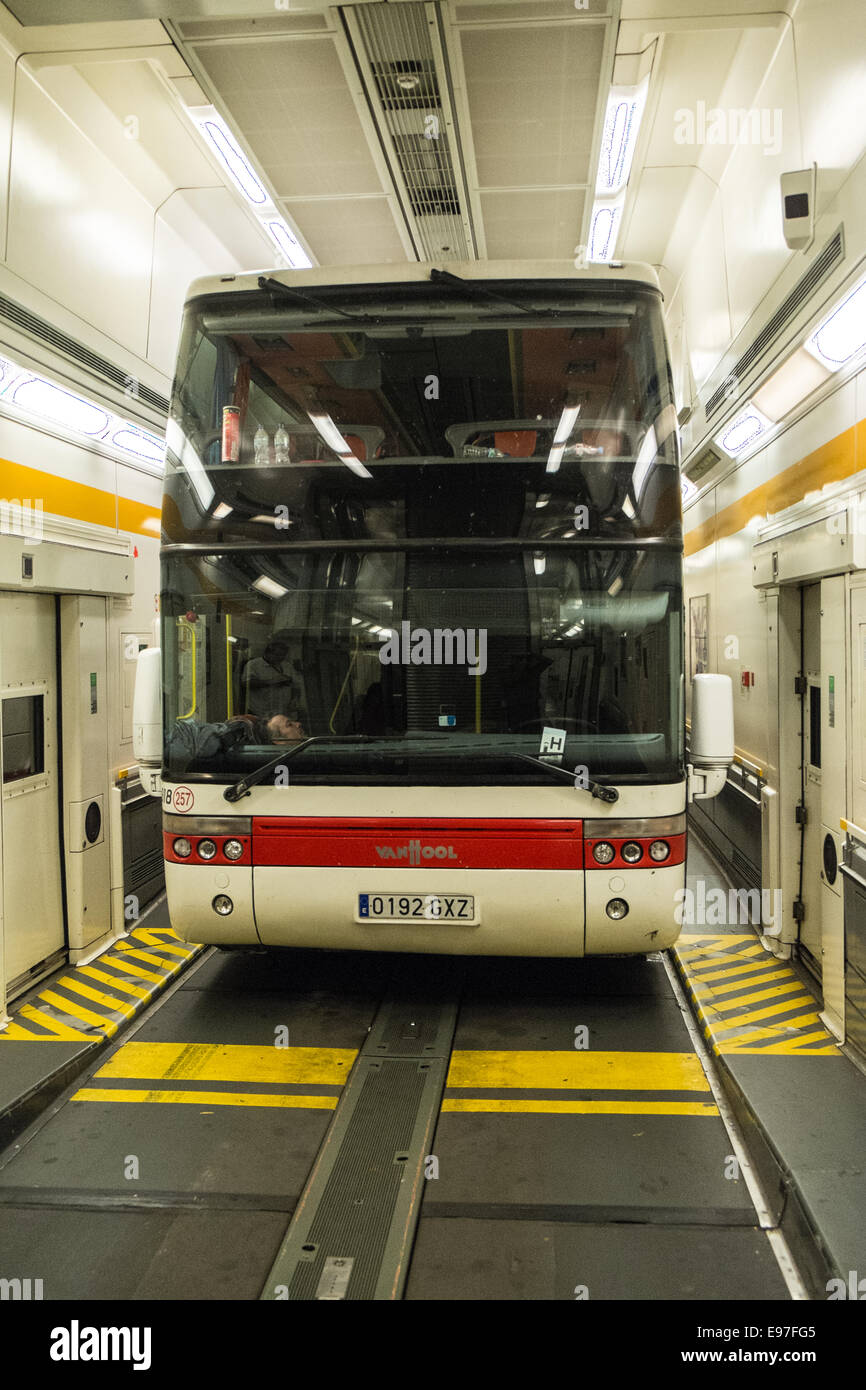train eurotunnel calais france stockfotos train eurotunnel calais france bilder alamy. Black Bedroom Furniture Sets. Home Design Ideas