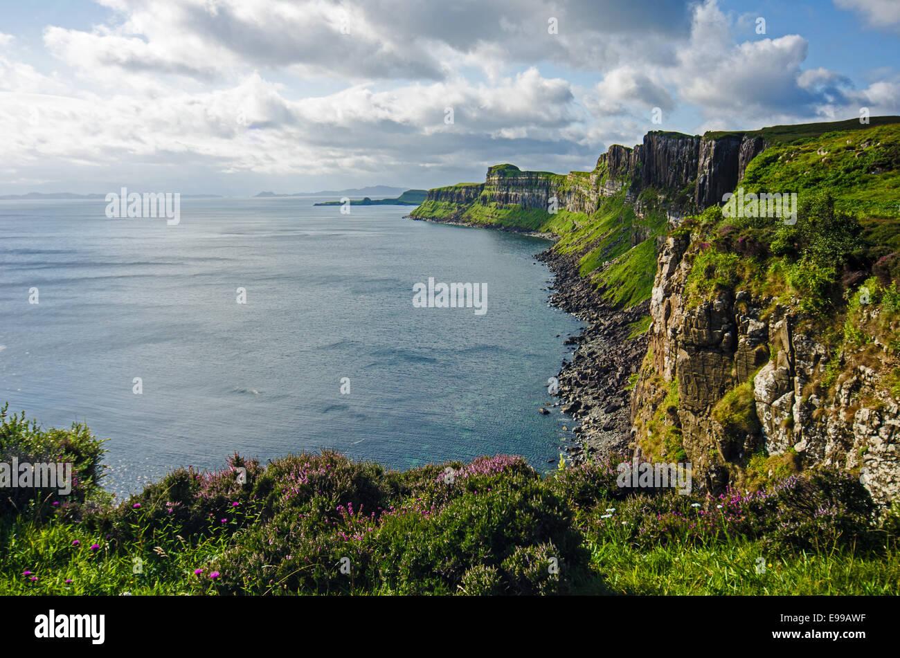 Klippen in der Nähe von Kilt Rock, Isle Of Skye, Jurassic coast Stockbild