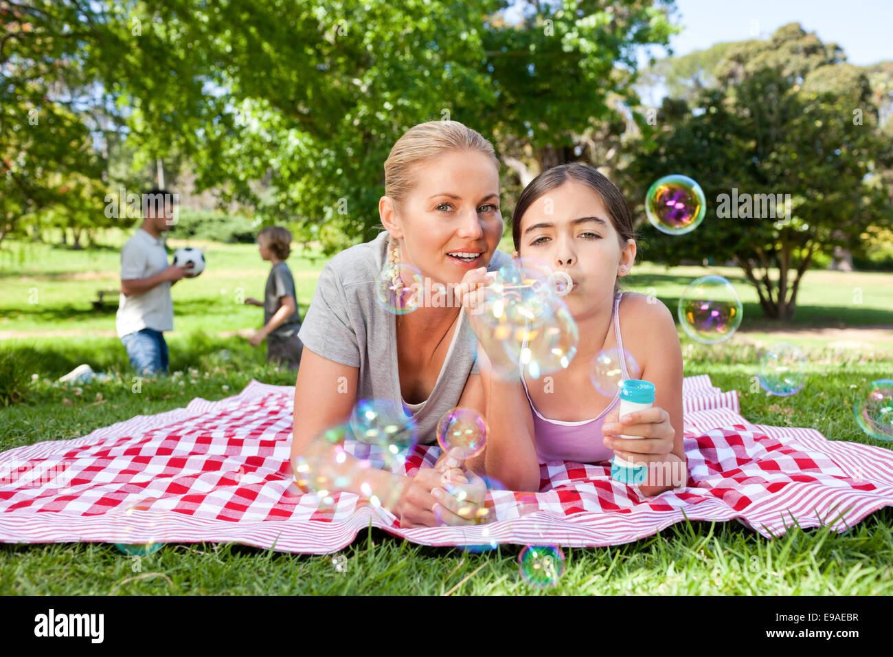 Mutter und Tochter haben Spaß Stockfoto, Bild: 74604203