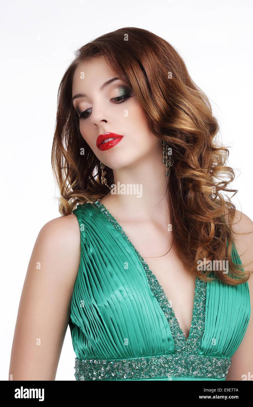 Stilvolle wunderschöne Dame mit Juwelen auf der Suche nach unten Stockbild