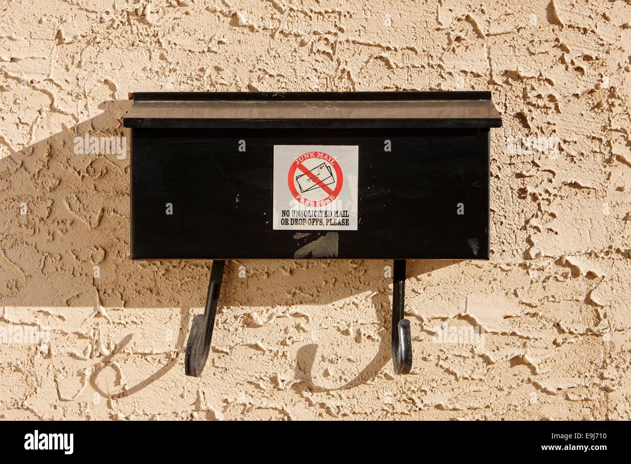 Junk-Mail Freizone für Postfach vor Haus in Saskatchewan, Kanada Stockbild