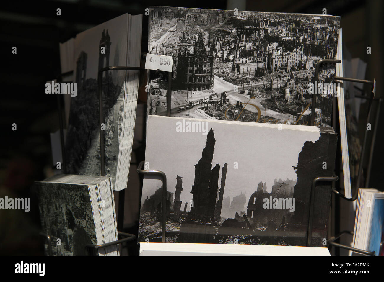 german air raid ww2 stockfotos german air raid ww2 bilder alamy. Black Bedroom Furniture Sets. Home Design Ideas
