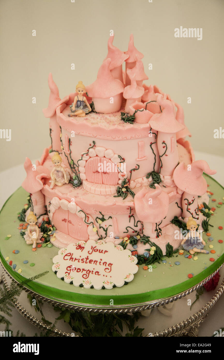 Rosa Prinzessin Schloss Taufe Kuchen Stockfoto Bild 75044601 Alamy