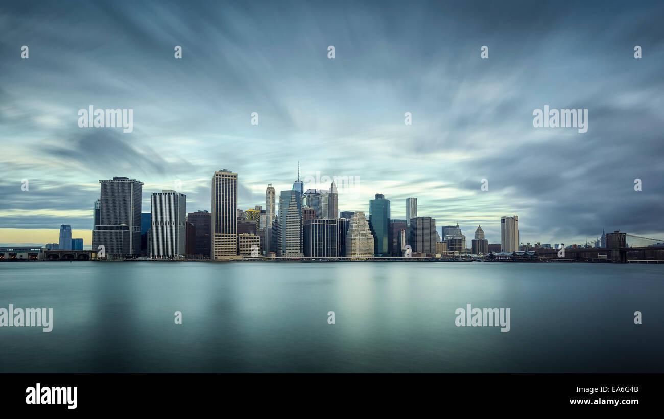 USA, New York State, New York CIty, Langzeitbelichtung von Manhattan Stockbild