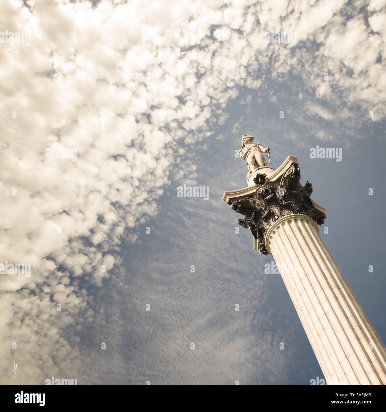 Niedrigen Winkel Ansicht des Nelson Säule, England, UK Stockbild