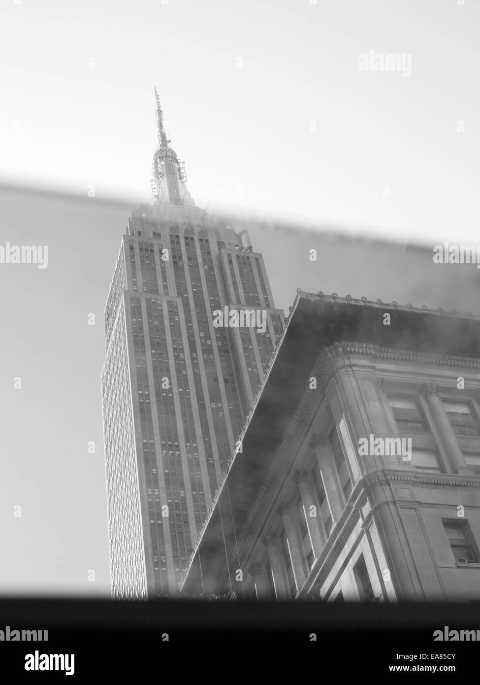 Empire State Building gesehen durch Autofenster Stockbild