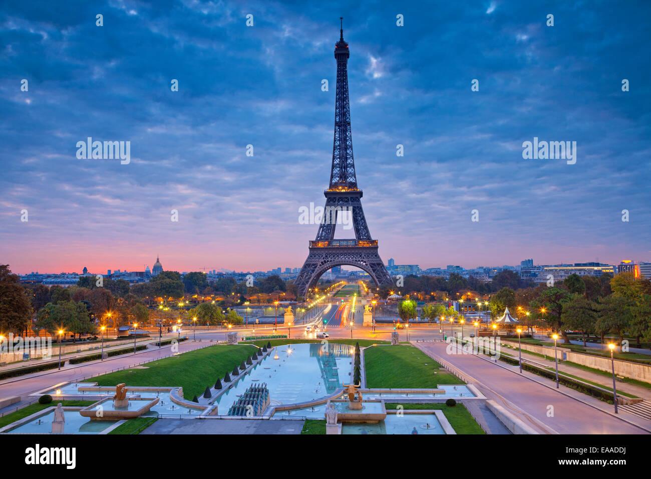 Bild von Paris bei Sonnenaufgang mit dem Eiffelturm. Stockbild