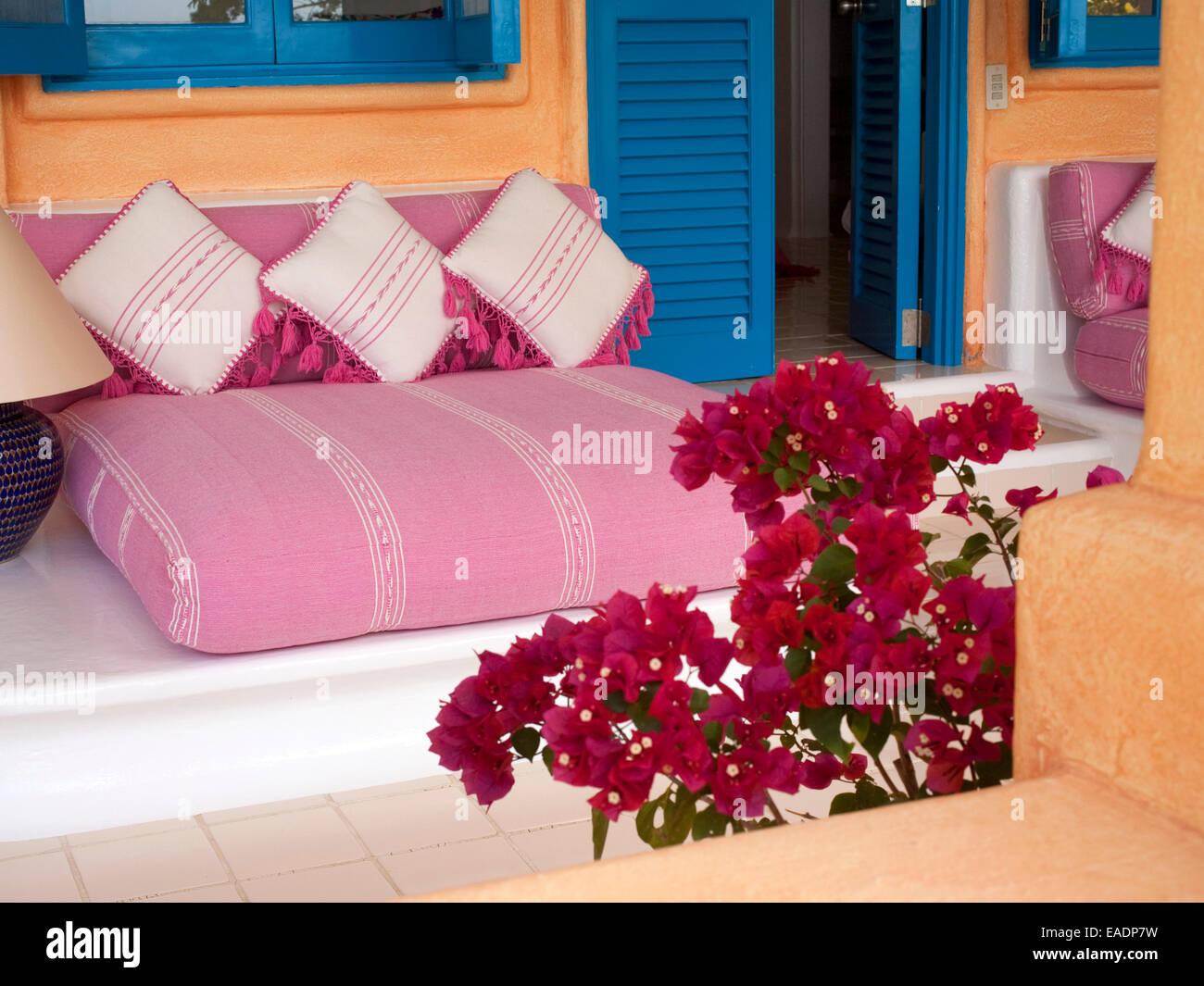 Lateinamerikanischen Stil dekorative Sitzgelegenheiten im Außenbereich Stockbild