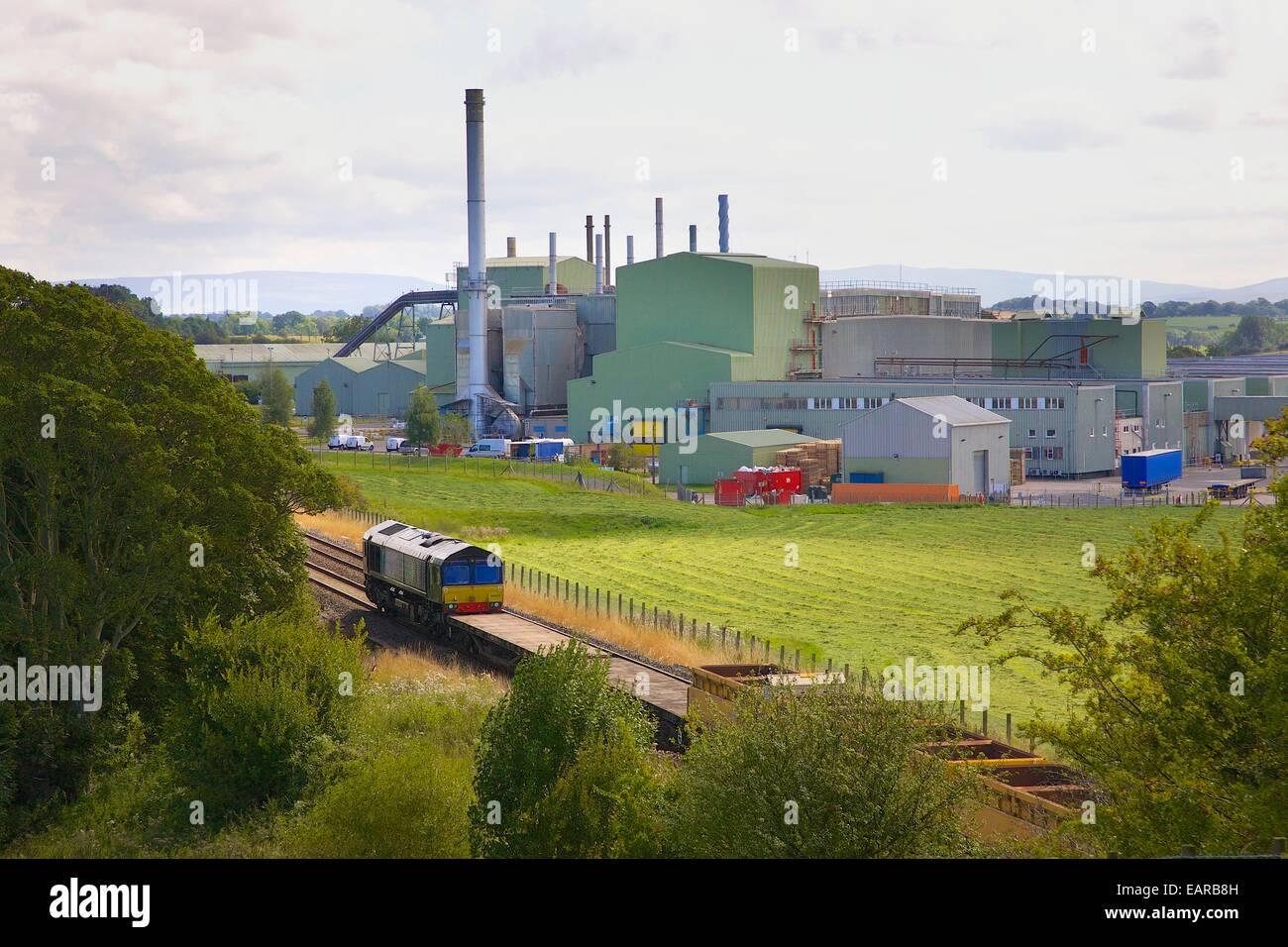 Rail Services Direktzug vorbei britische Gips Pflanze. Kirkby Thore Eden Valley, Cumbria, abrechnen nach Carlisle Stockbild