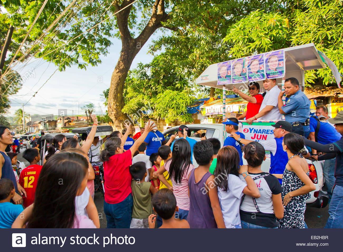"""Eine politischen Parade bringt super Promi, Schauspieler und Senator, Ramon """"Bong"""" Revilla, Jr., in Manila. Stockbild"""