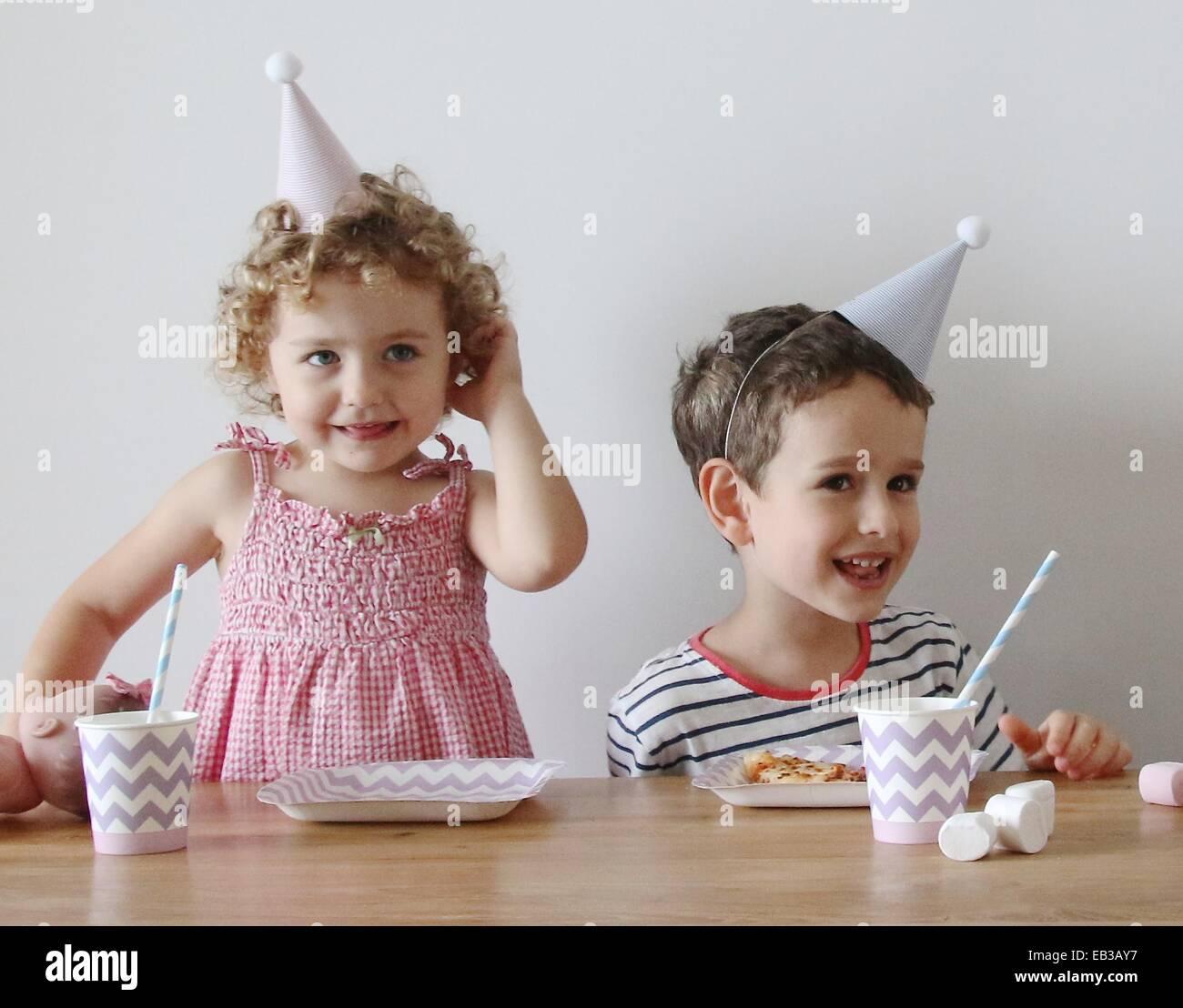 China, Hong Kong Island, Hongkong, Kinder (2-3), (4-5) auf party Stockbild