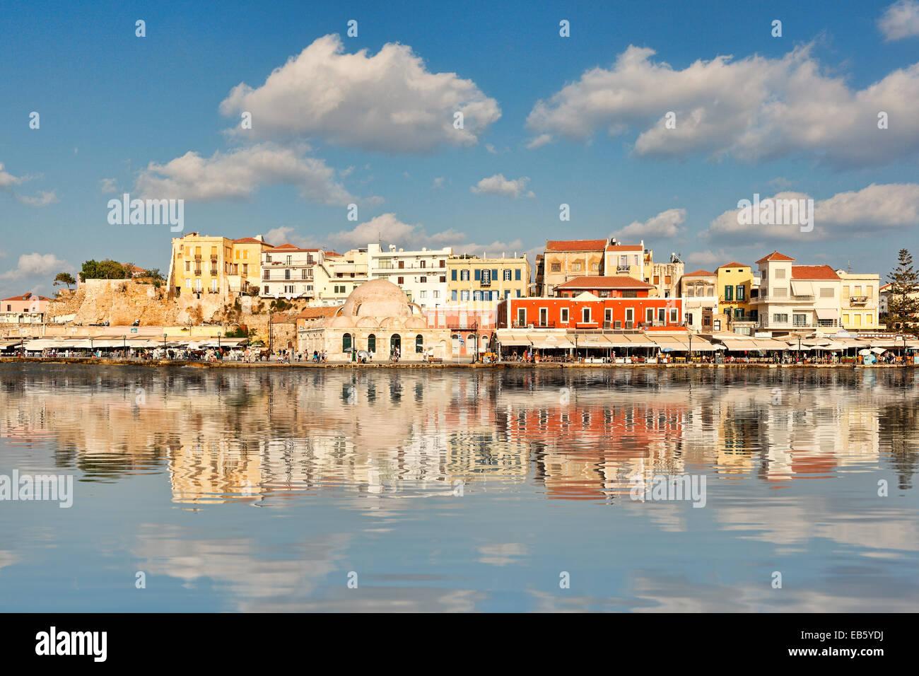Venezianischen Hafen von Chania mit der grandiosen Architektur entstand im 14. Jahrhundert in Kreta, Griechenland Stockbild