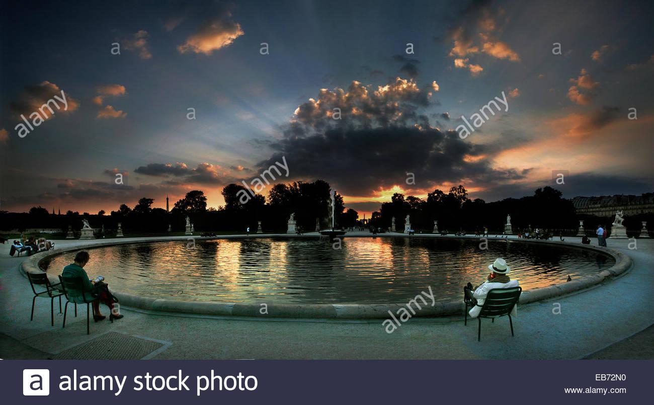 Tuilerien Park bei Sonnenuntergang, Paris. Stockbild