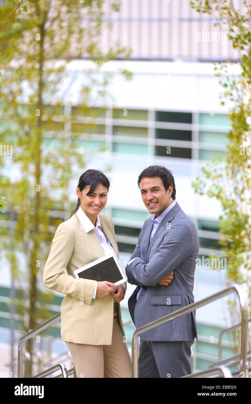 30 bis 40 Jahre alte 30-35 30-35 Jahre 30-40 30 35-40 35-40 Jahre Erwachsene Baskenland Business Business center, Stockbild