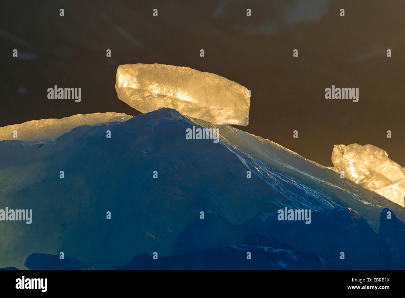 Eisblock Glühen in der Abendsonne, Norwegen, Svalbard Stockbild