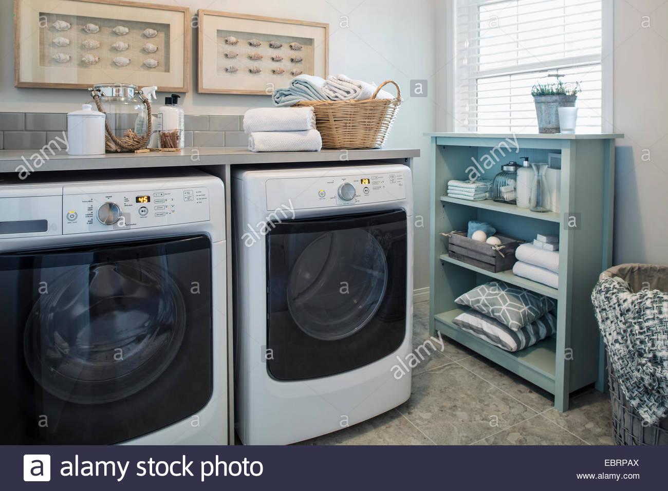 Ordentlich Waschküche Stockbild