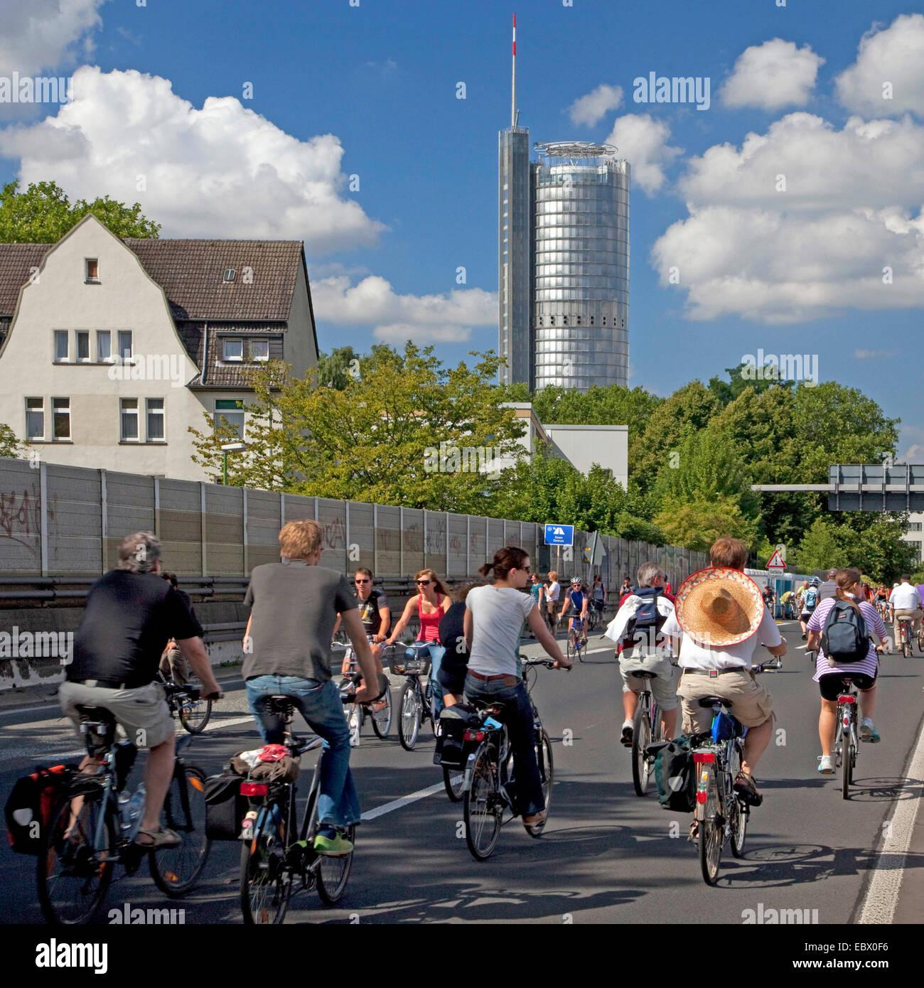 """Biker auf der Veranstaltung """"Still-Leben Ruhrschnellweg"""" auf der Autobahn A 40, Essen, Ruhrgebiet, Nordrhein Stockbild"""