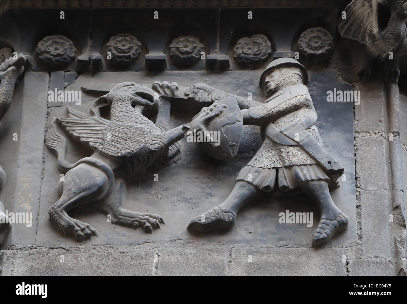 Spanien. Katalonien. Kathedrale von Barcelona. Kämpfen Sie mit einem Greif zu einer Entlastung des San Ivo Stockbild