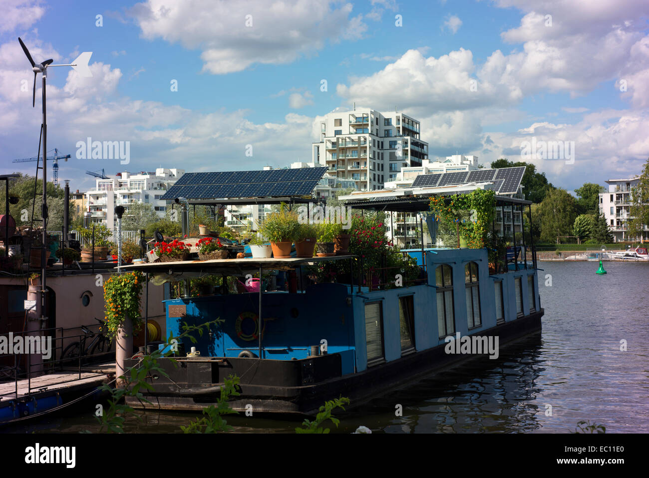germany berlin barge on river stockfotos germany berlin barge on river bilder alamy. Black Bedroom Furniture Sets. Home Design Ideas