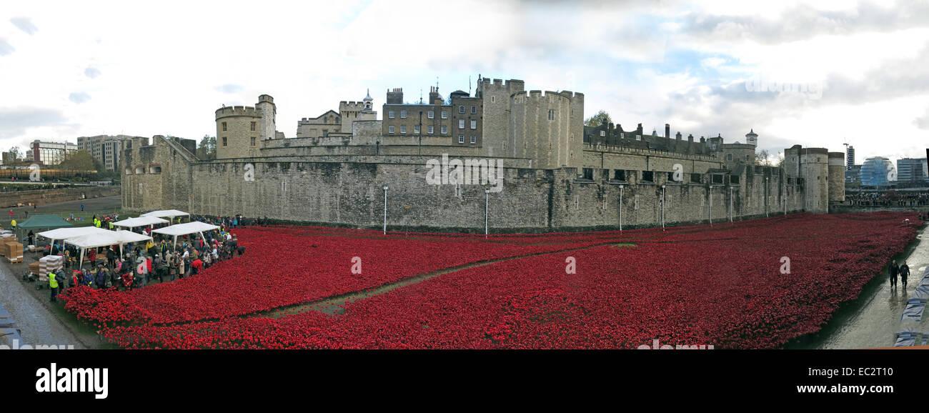 Laden Sie dieses Alamy Stockfoto Panorama von Blut Mehrfrequenzdarstellung Länder und Meere von roten Mohnblumen, bei The Tower of London, England UK, von Tower Hill Nord - EC2T10