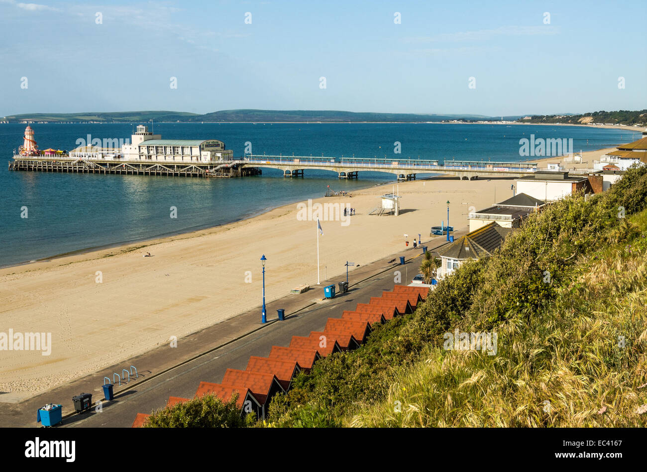 Bournemouth Pier in den beliebten Badeort Bournemouth in East Sussex, Südengland. | Bournemouth Pier Im Populaeren Stockbild