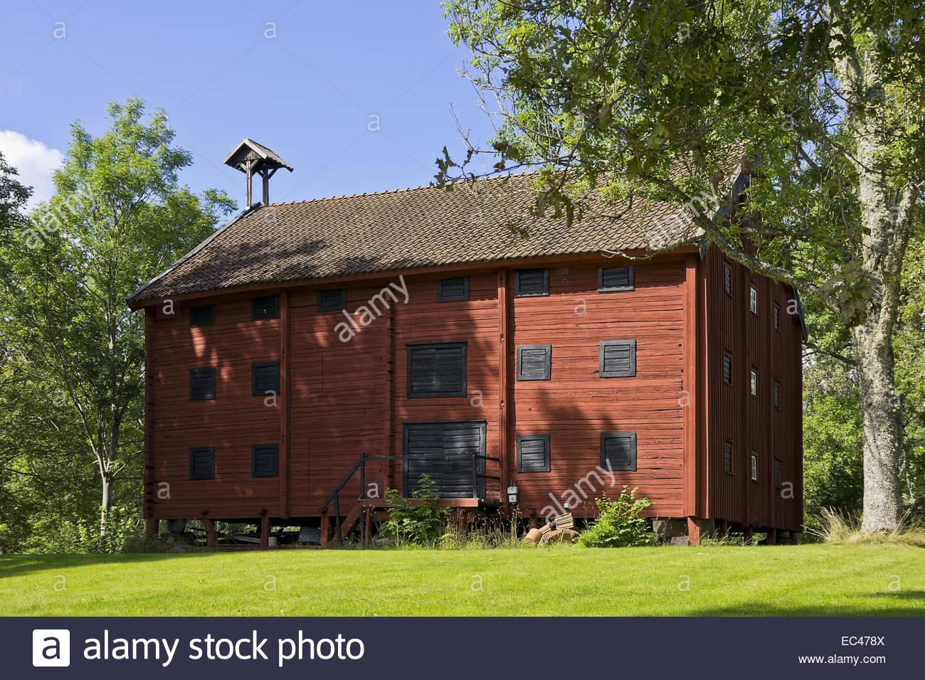 Alte historische, schwedischen Scheune in typisch schwedischen Baustil und schwedischen Rot im Bereich Smaland Oskarshamn Stockbild