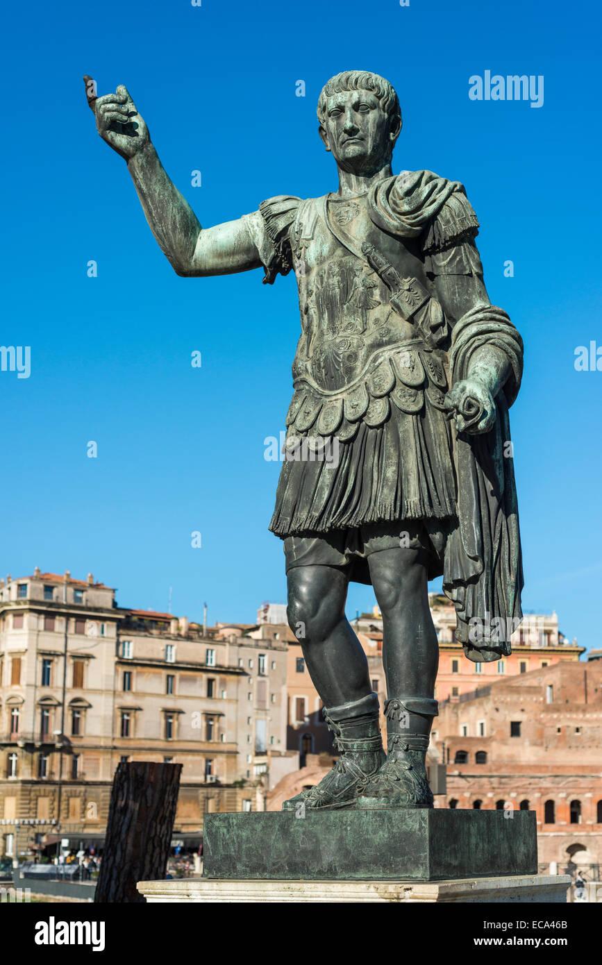 Bronze-Statue von Roman Emperor Trajan, Via dei Fori Imperiali, Rione I Monti, Rom, Latium, Italien Stockbild