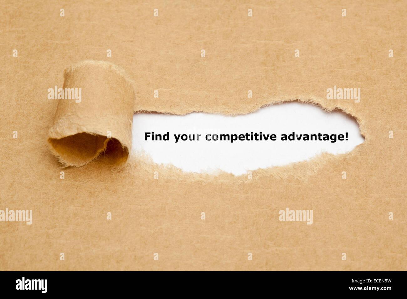 Finden Sie Ihren Wettbewerbsvorteil! erscheint hinter zerrissenes braunen Papier. Stockbild