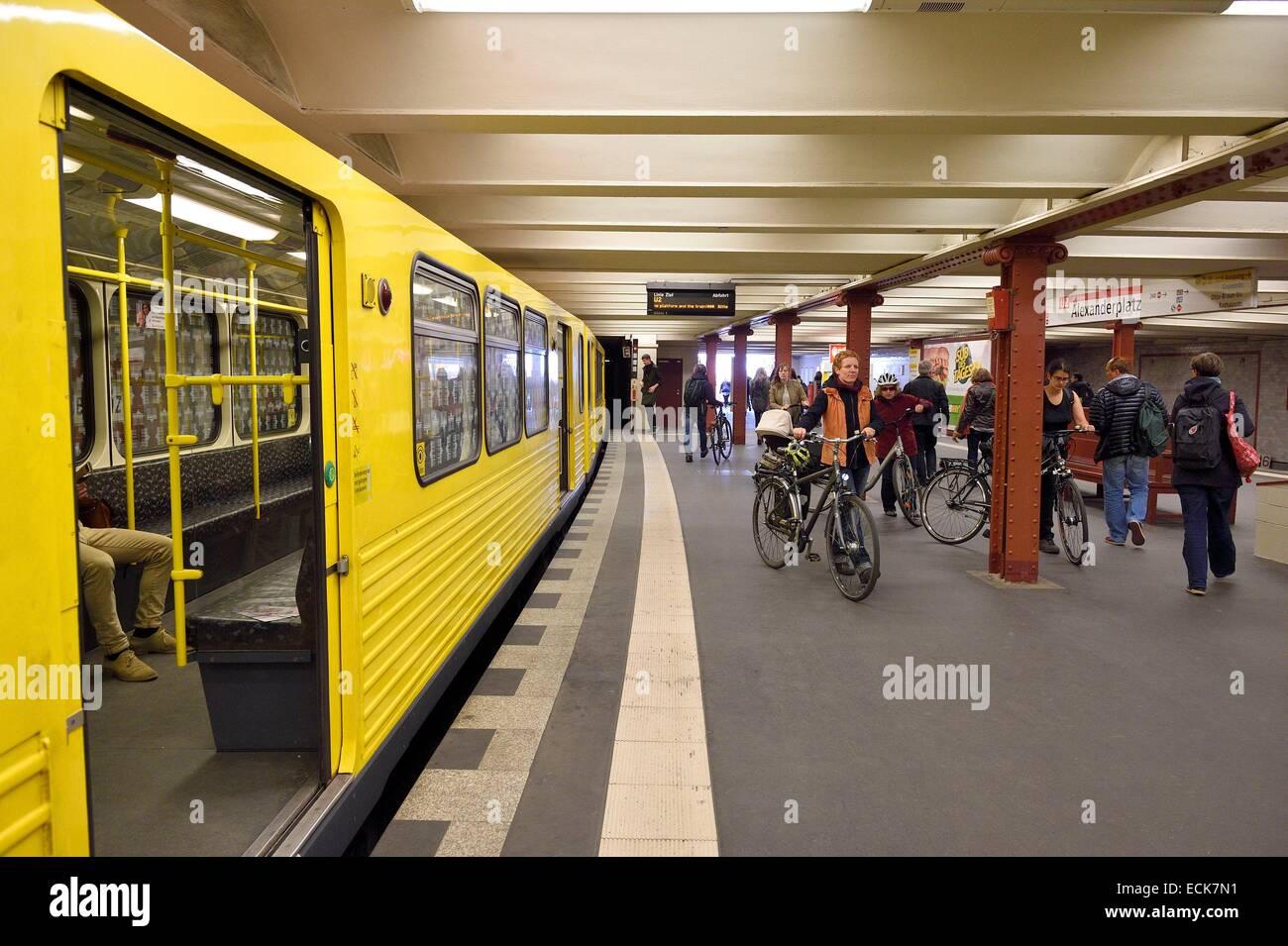 Deutschland, Berlin, U-Bahn, u-Bahnstation am Senefelderplatz Stockbild