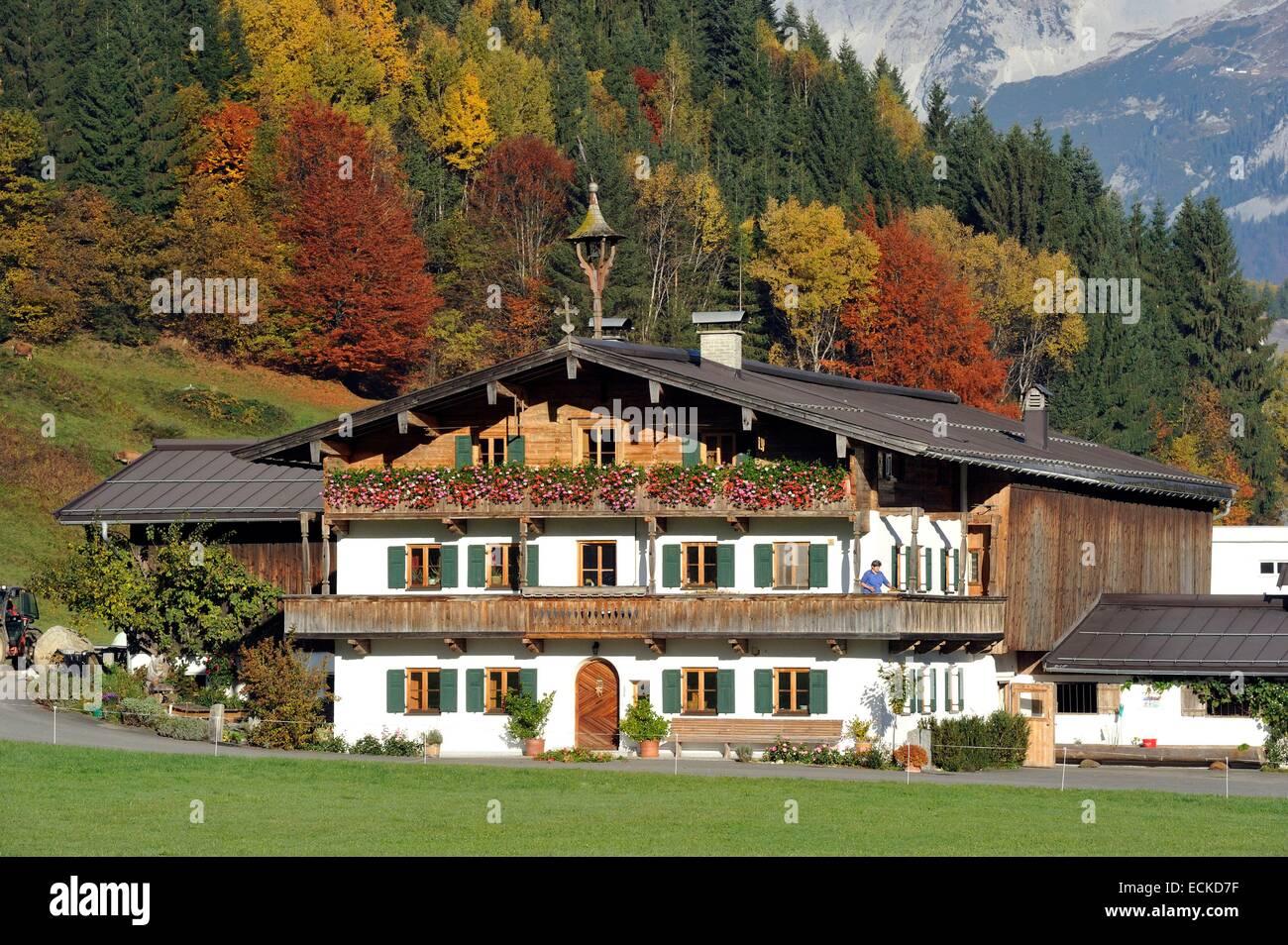 Österreich, Tirol, Oberndorf Im Tyrol, Alpine Landschaft und Hütte Stockbild