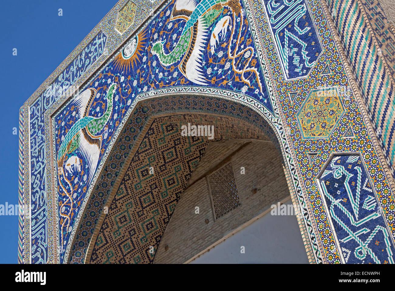 Phönixe auf Portal von Nadir Divan-Beghi Medresse, Teil des Lyab i Hauz-Komplex, Buchara / Buxoro auf alten Stockbild