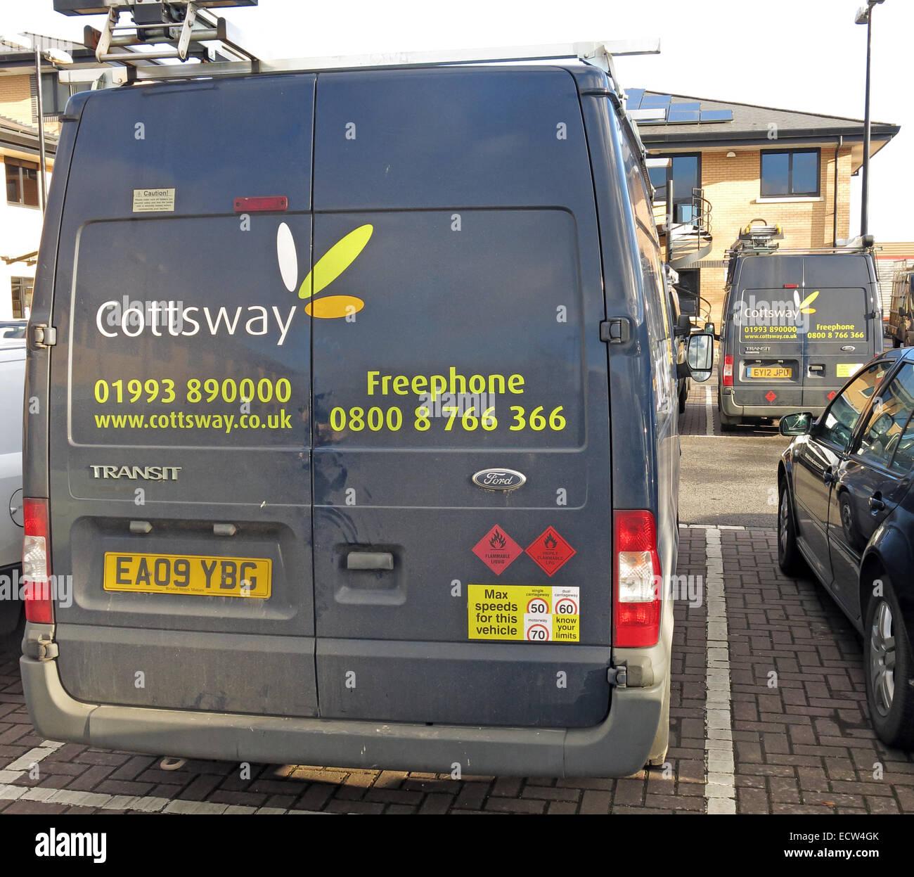 Laden Sie dieses Alamy Stockfoto Cottsway Wohnungsbaugesellschaft Van, Witney, West Oxfordshire, England, Vereinigtes Königreich - ECW4GK
