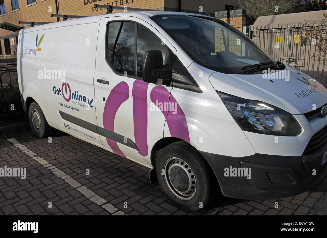 Laden Sie dieses Alamy Stockfoto Cottsway Wohnungsbaugesellschaft Van, Witney, West Oxfordshire, England, Vereinigtes Königreich - ECW4GW