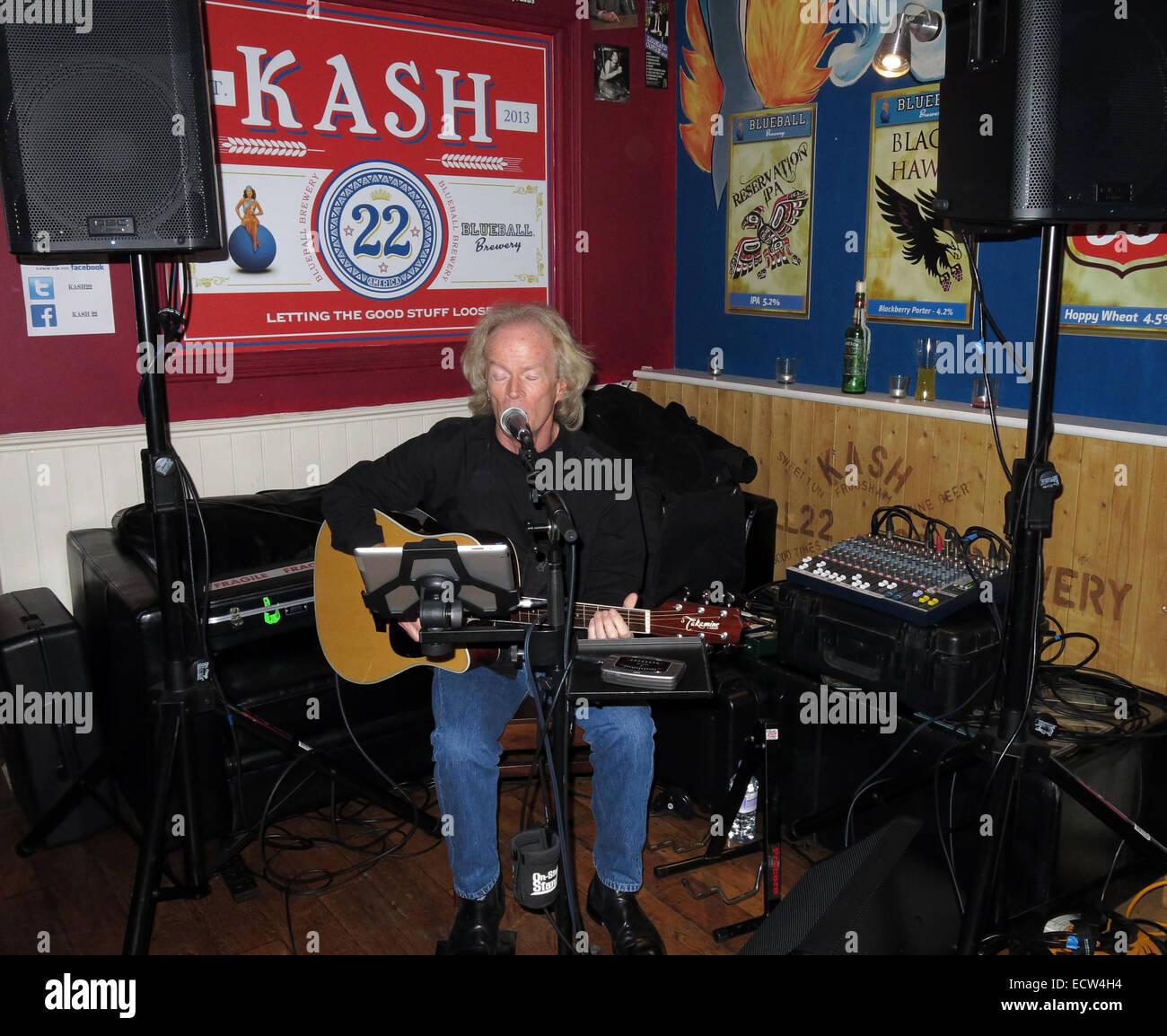 Laden Sie dieses Alamy Stockfoto Musik bei KAsh22, Frodsham, Cheshire, England, UK - ECW4H4