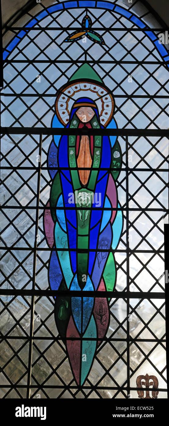 Laden Sie dieses Alamy Stockfoto Millennium befleckte Glasfenster, St Marys Ardley, Oxfordshire, England, Vereinigtes Königreich - ECW525