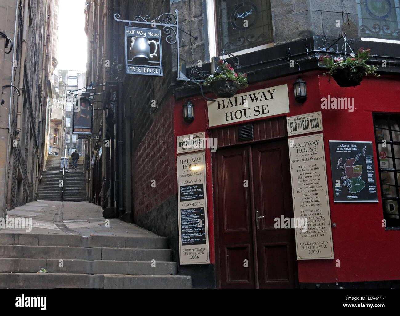 Laden Sie dieses Alamy Stockfoto Halfway House Pub, Fleshmarket in der Nähe, Stadt Edinburgh, Scotland, UK - ED4M17