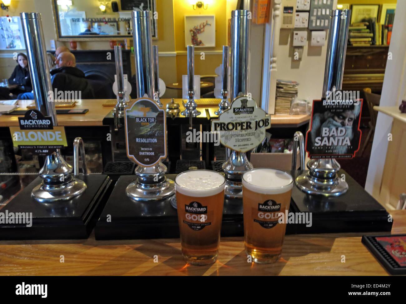 Laden Sie dieses Alamy Stockfoto Backhouse Brauerei Walsall Ales auf bar at The Fountain, senken, Forster Straße, Walsall, West Midlands, England, UK - ED4M2Y