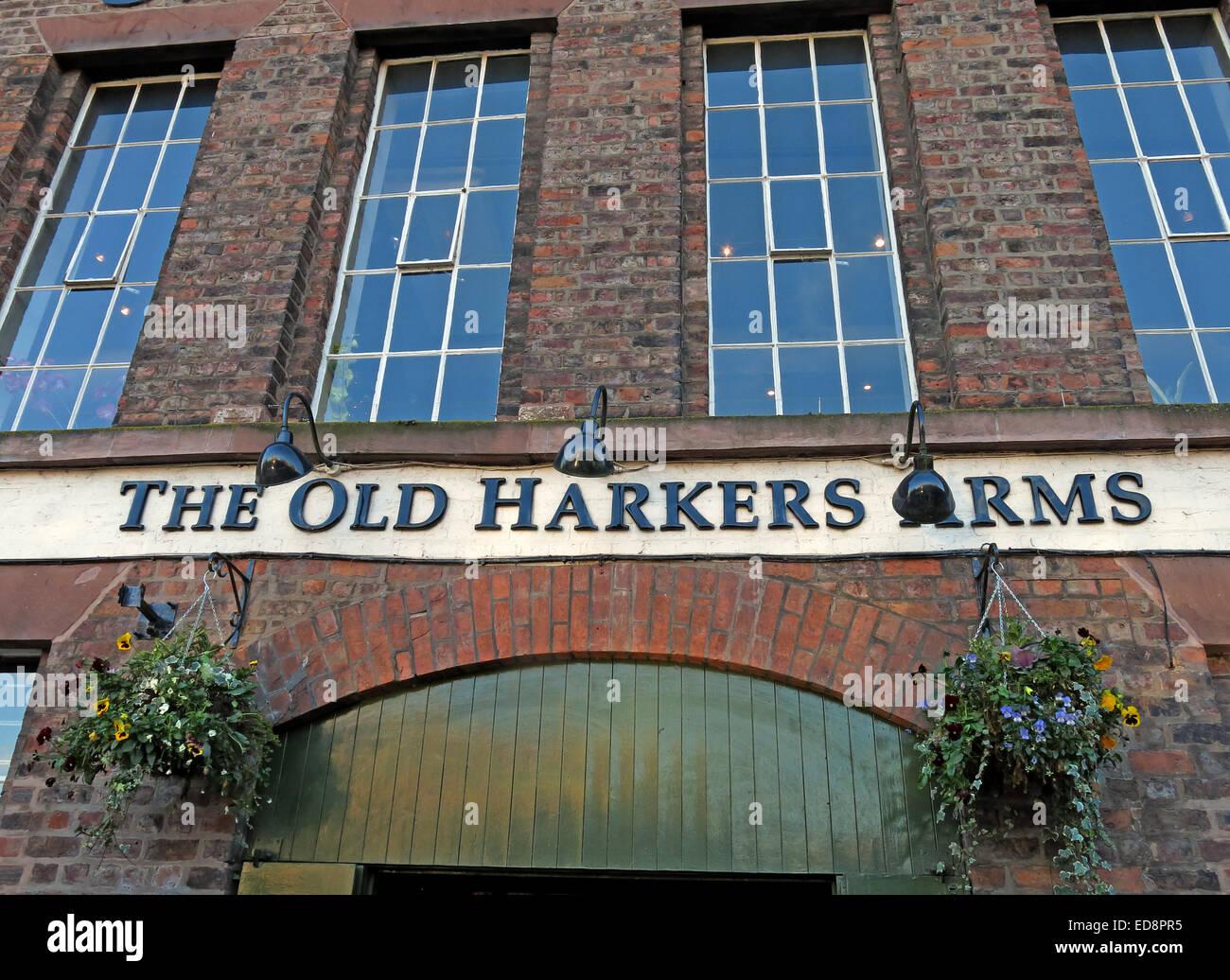 Laden Sie dieses Alamy Stockfoto Die alten Harkers Arme Canalside, Stadt Chester, England, UK - ED8PR5