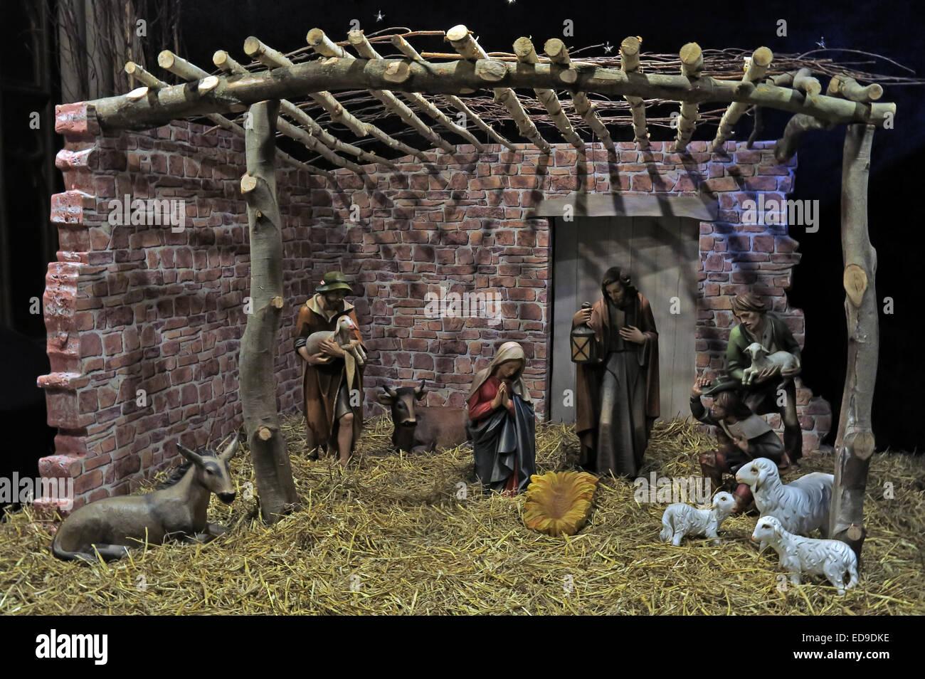 Laden Sie dieses Alamy Stockfoto Krippe und Weihnachten Krippe in Lichfield Kathedrale Staffordshire, England UK - ED9DKE