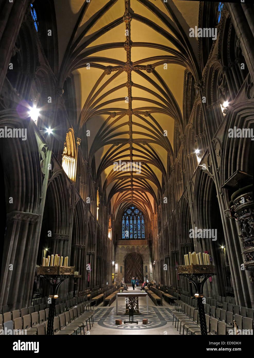 Laden Sie dieses Alamy Stockfoto Kathedrale von Lichfield Innenraum Staffordshire bei Dämmerung, England, UK - ED9DKH