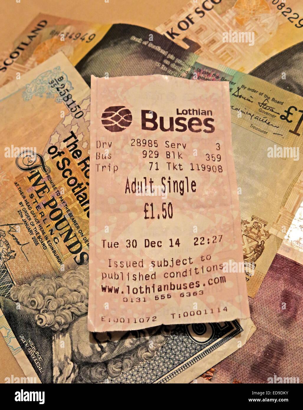 Laden Sie dieses Alamy Stockfoto Lothian Busse bus Ticket und Schotten Banknoten aus Edinburgh, Scotland, UK-Hochformat - ED9DKY
