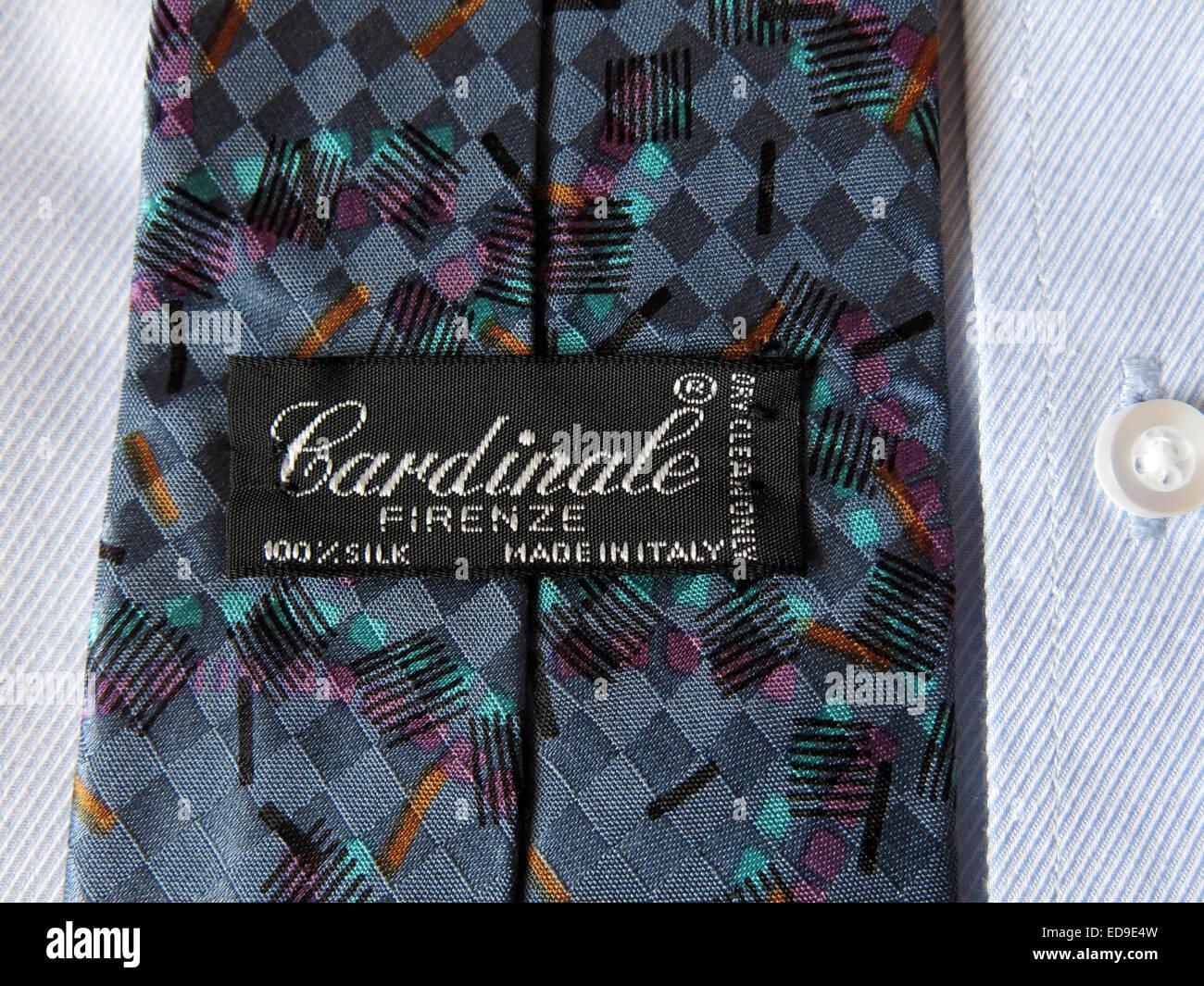 Laden Sie dieses Alamy Stockfoto Interessante Oldtimer Cardinale Firenze Krawatte, männliche Antik in Seide - ED9E4W