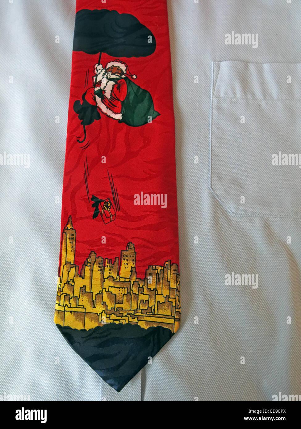 Laden Sie dieses Alamy Stockfoto Interessante Santa schwimmende Vintage Krawatte, männliche Antik in Seide - ED9EPX