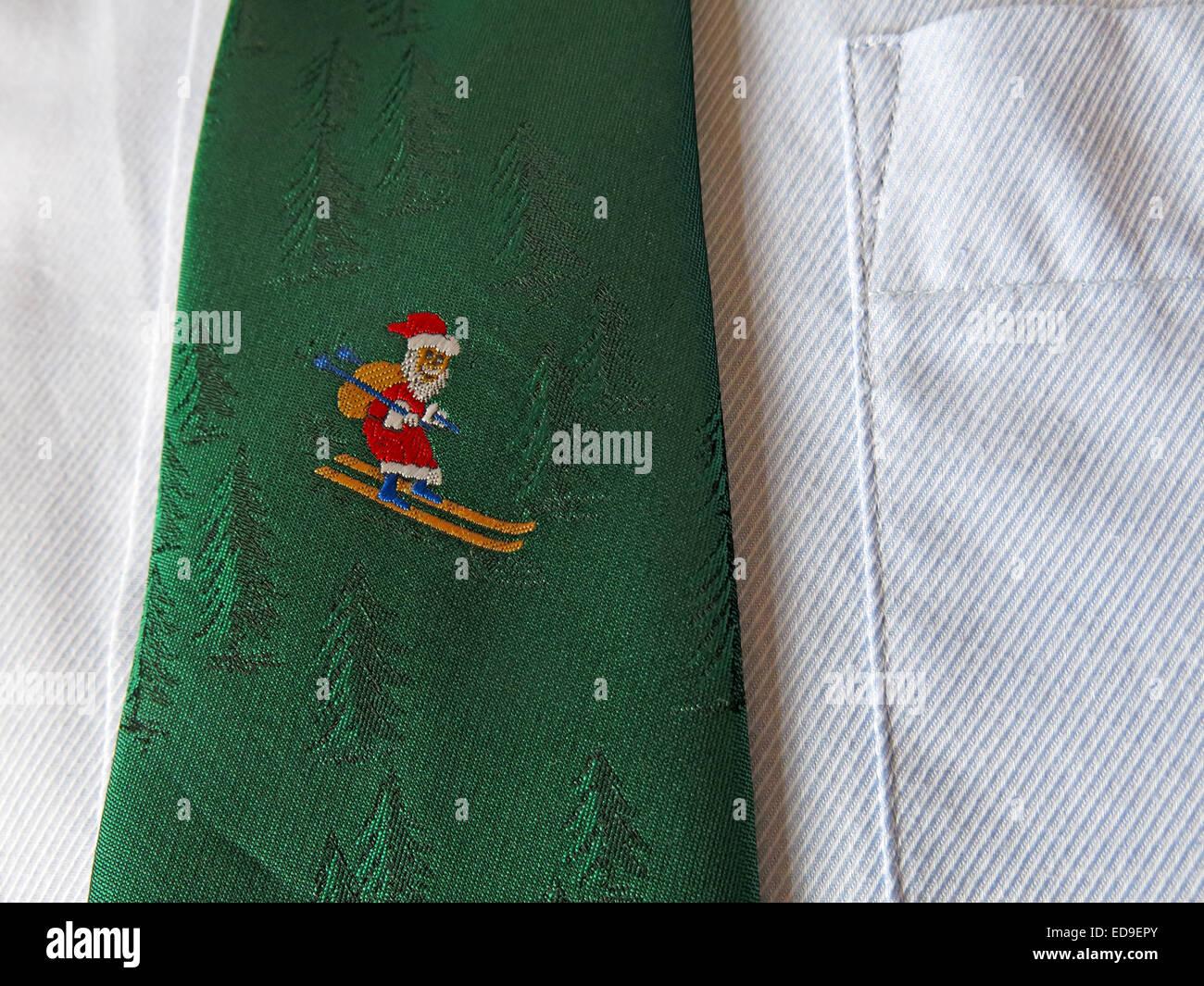 Laden Sie dieses Alamy Stockfoto Interessante Oldtimer Krawatte, männliche Antik in Seide, Santa, Skifahren - ED9EPY